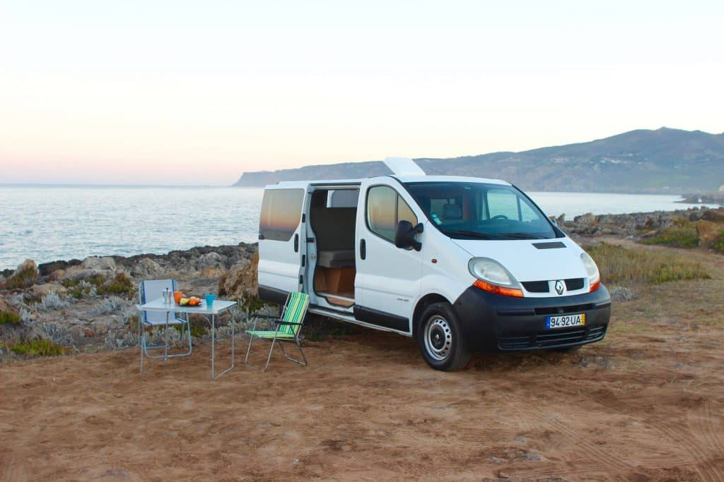 white renault trafic camper king portugal. Black Bedroom Furniture Sets. Home Design Ideas